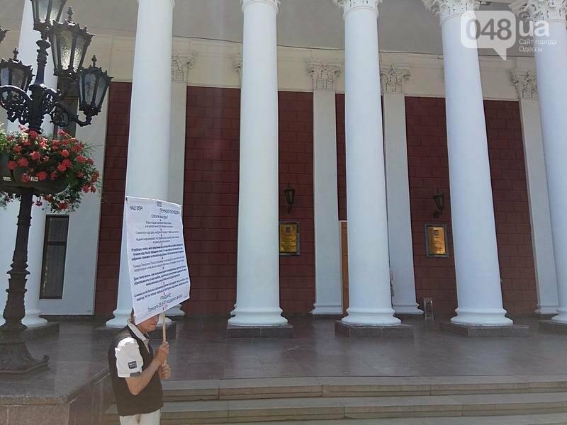 В Одессе под кабинетом Труханова пенсионер угрожает сжечь себя (ВИДЕО, ФОТО), фото-7