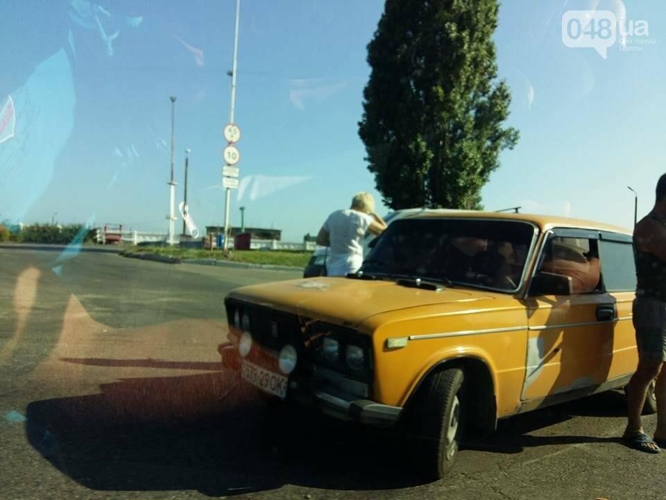 Под Одессой столкнулись сразу три автомобиля (ФОТО), фото-2