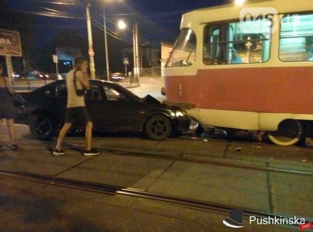 В Одессе водитель попытался проскочить трамвай и устроил ДТП (ФОТО), фото-3