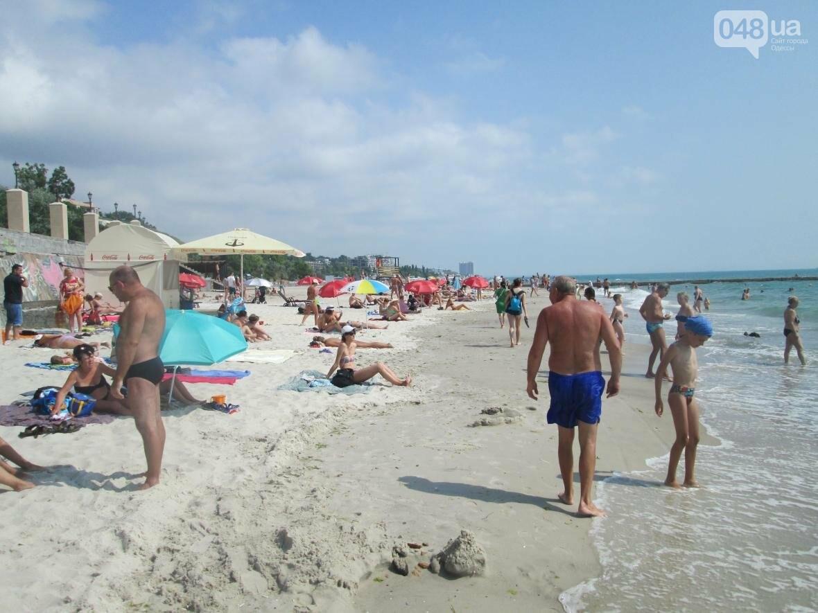 Коммерческое благоустройство от горсовета медленно, но уверенно отбирает пляж у горожан (ФОТО), фото-3