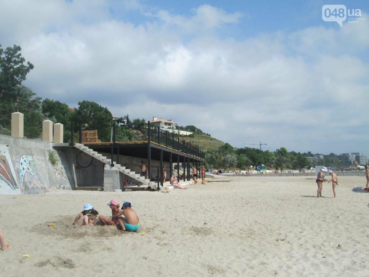 Коммерческое благоустройство от горсовета медленно, но уверенно отбирает пляж у горожан (ФОТО), фото-6