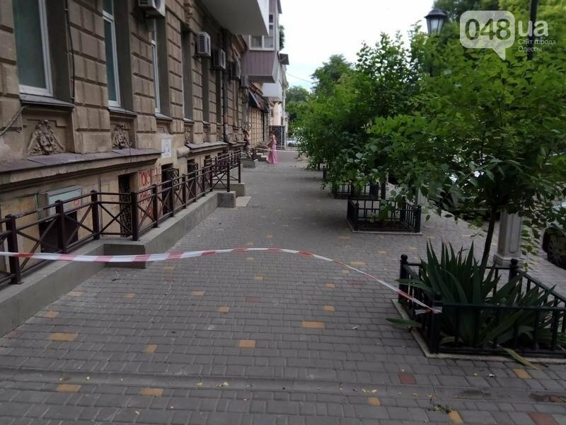 В центре Одессы перекрыли тротуар из-за обрушения (ФОТО), фото-4