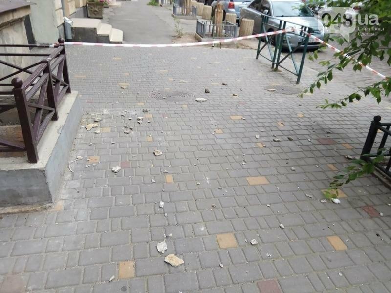 В центре Одессы перекрыли тротуар из-за обрушения (ФОТО), фото-6