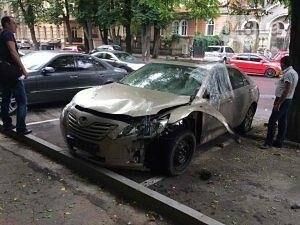 В центре Одессы подорвали автомобиль бывшего депутата (ФОТО), фото-1