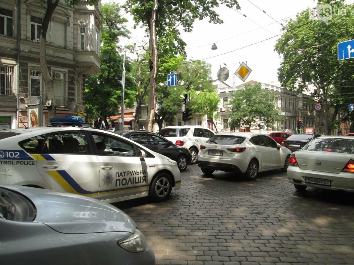 Авария в центре Одессы приостановила движение вдоль Пушкинской (ФОТО), фото-4