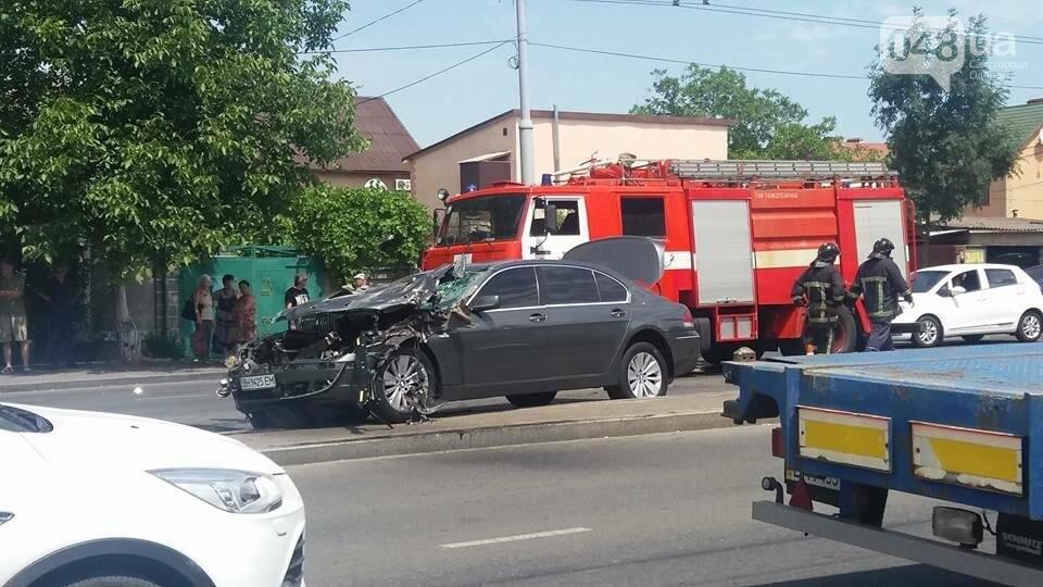 В Одессе BMW превратился в лепешку (ФОТО), фото-1