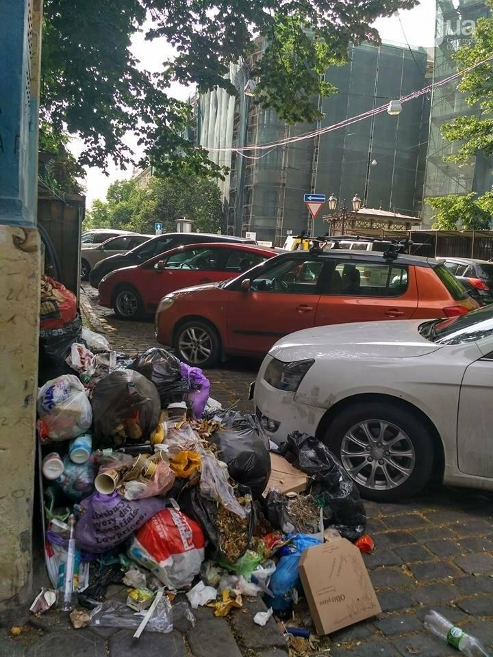 Не Львов, но все же: Центр Одессы утопает в мусоре (ФОТОФАКТ), фото-2