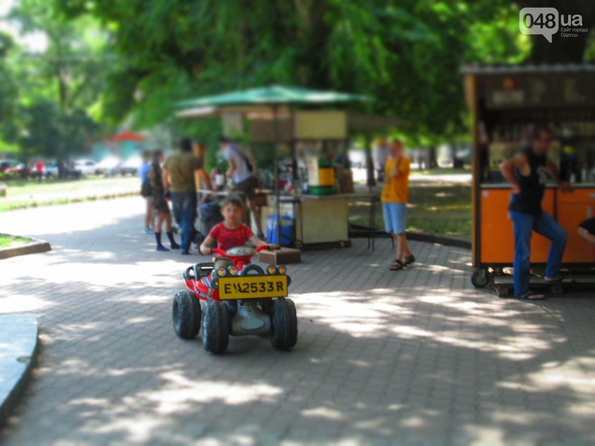 Такой маленький, грязный, но такой родной: Одесский сквер заиграл летними красками (ФОТОРЕПОРТАЖ), фото-4