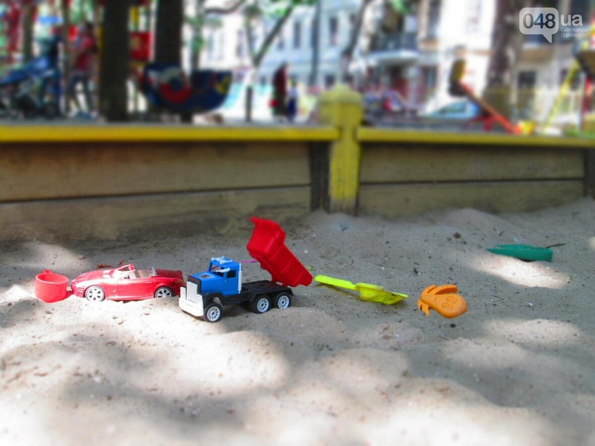 Такой маленький, грязный, но такой родной: Одесский сквер заиграл летними красками (ФОТОРЕПОРТАЖ), фото-7