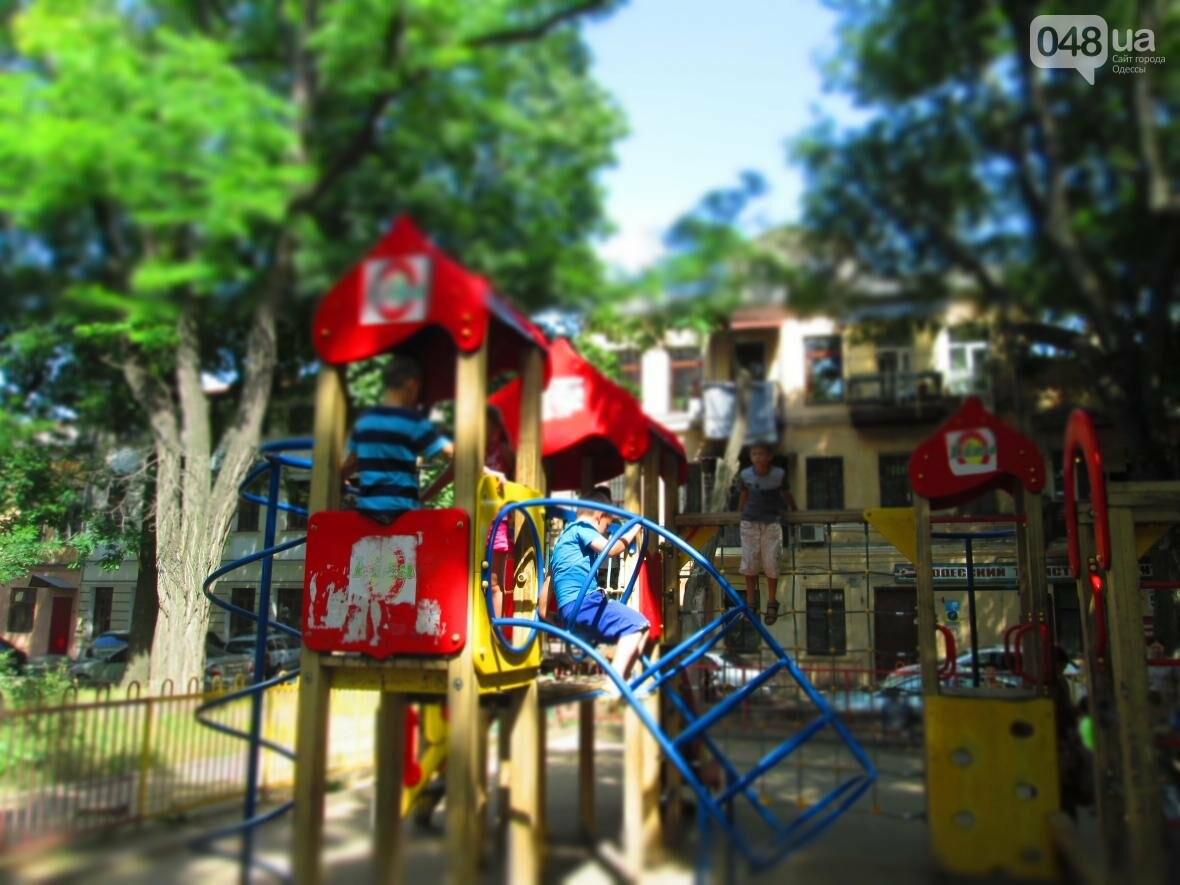 Такой маленький, грязный, но такой родной: Одесский сквер заиграл летними красками (ФОТОРЕПОРТАЖ), фото-9