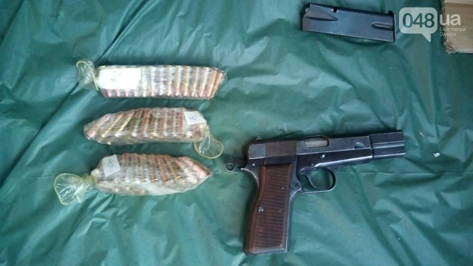 Глоки, кольты, гранаты и винтовка Мосина: СБУ задержали одесситов-членов крупной банды (ФОТО), фото-1