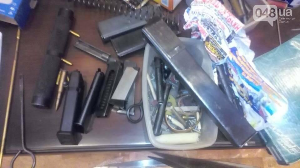 Глоки, кольты, гранаты и винтовка Мосина: СБУ задержали одесситов-членов крупной банды (ФОТО), фото-6