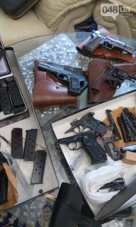 Глоки, кольты, гранаты и винтовка Мосина: СБУ задержали одесситов-членов крупной банды (ФОТО), фото-7