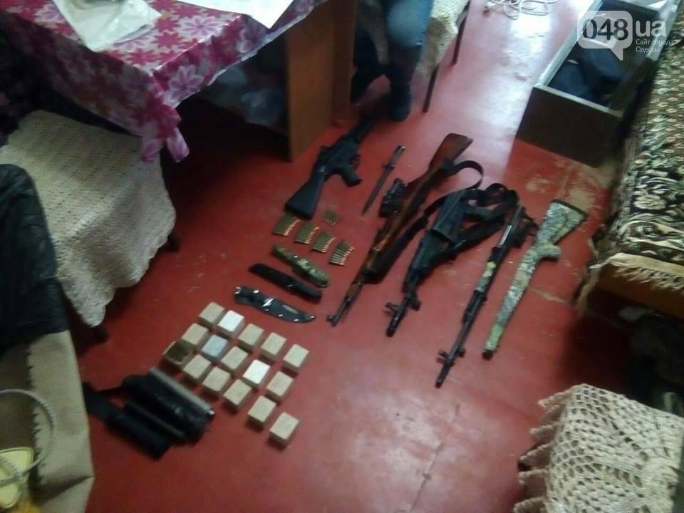 Глоки, кольты, гранаты и винтовка Мосина: СБУ задержали одесситов-членов крупной банды (ФОТО), фото-8
