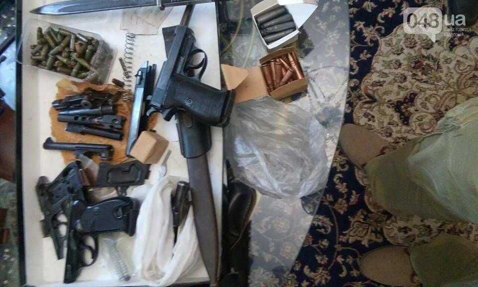 Глоки, кольты, гранаты и винтовка Мосина: СБУ задержали одесситов-членов крупной банды (ФОТО), фото-12