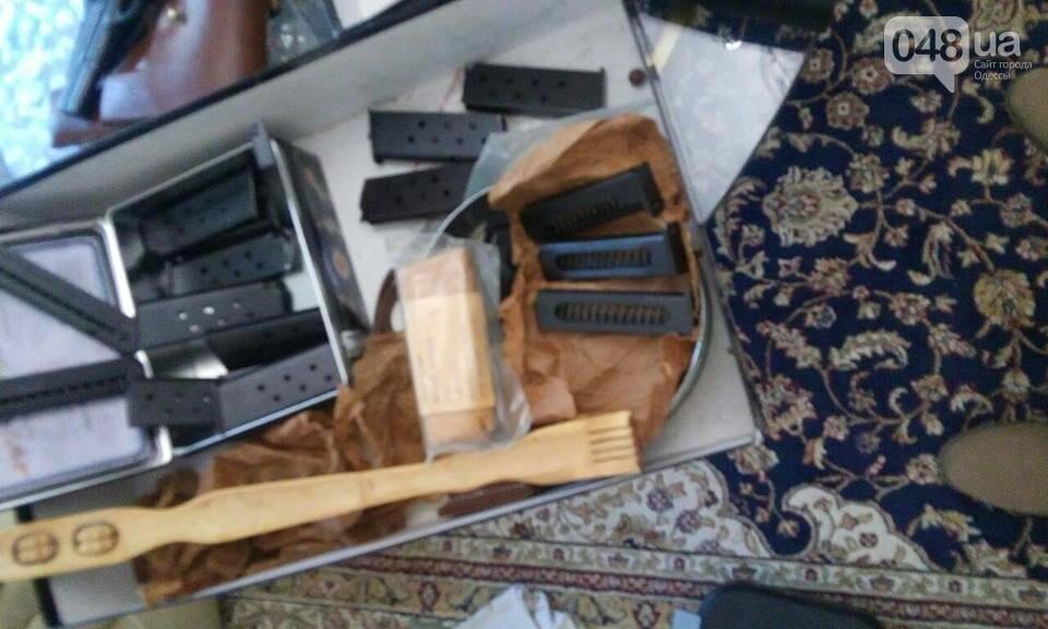 Глоки, кольты, гранаты и винтовка Мосина: СБУ задержали одесситов-членов крупной банды (ФОТО), фото-15