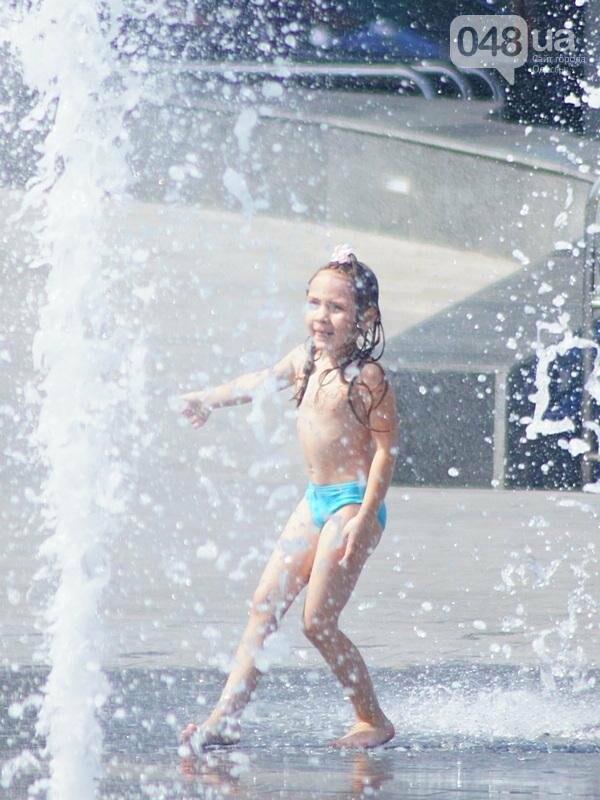 Фонтаны спасли от жары маленьких одесситов: фоторепортаж (ФОТО), фото-7