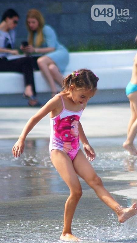 Фонтаны спасли от жары маленьких одесситов: фоторепортаж (ФОТО), фото-8