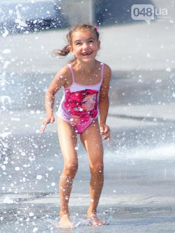 Фонтаны спасли от жары маленьких одесситов: фоторепортаж (ФОТО), фото-9