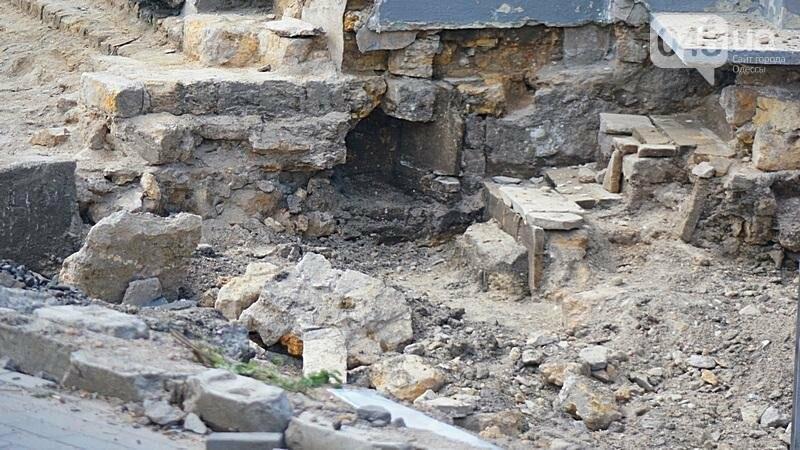 Археология, а не реставрация: что нашли под колоннадой в Одессе? (ФОТО), фото-11