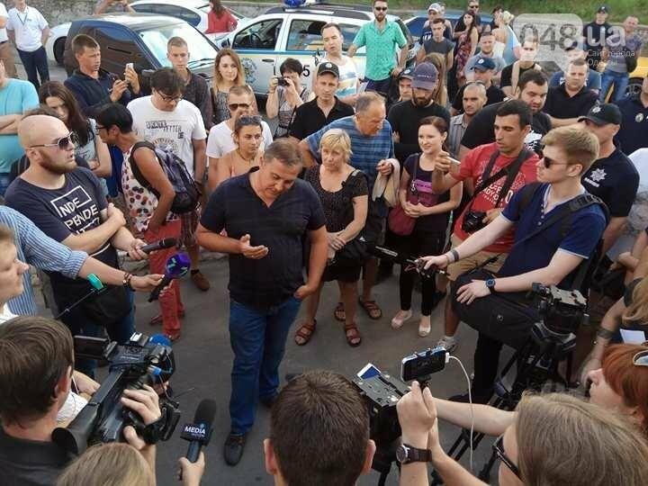 Одесские активисты устроили акт вандализма на незаконной пляжной постройке прокурора (ФОТО, ВИДЕО), фото-4