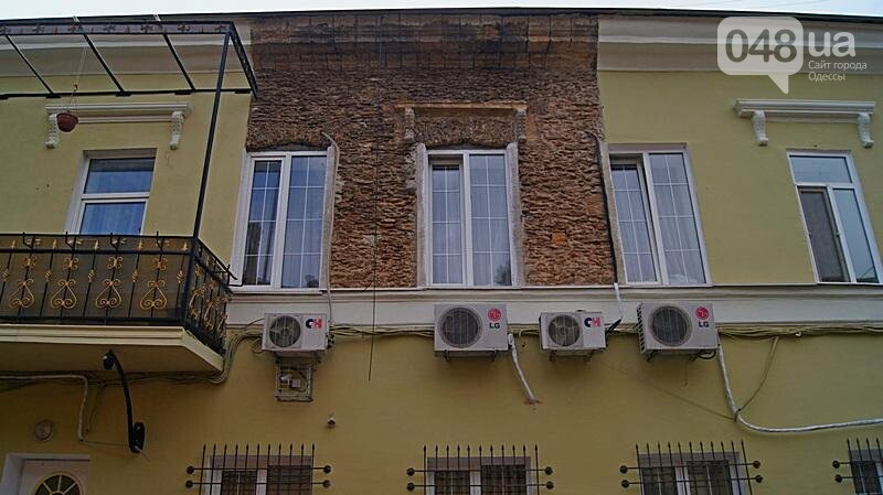 Возле одесского дома с одной стеной опозорились реставраторы (ФОТО), фото-2