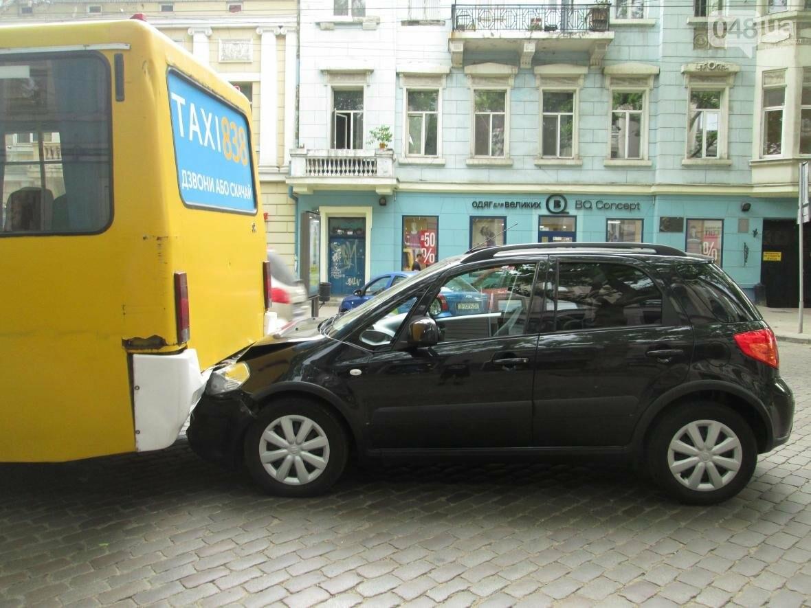 В центре Одессы внедорожник врезался в маршрутку (ФОТО), фото-2