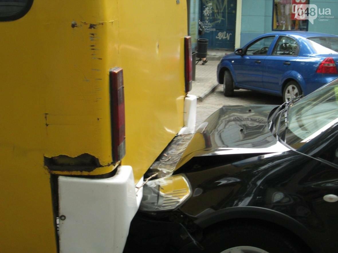 В центре Одессы внедорожник врезался в маршрутку (ФОТО), фото-3