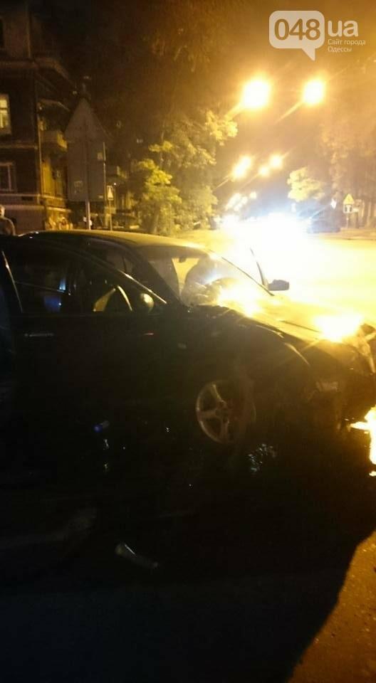 В центре Одессы произошла авария: Машина всмятку, пассажирка скончалась (ФОТО), фото-2
