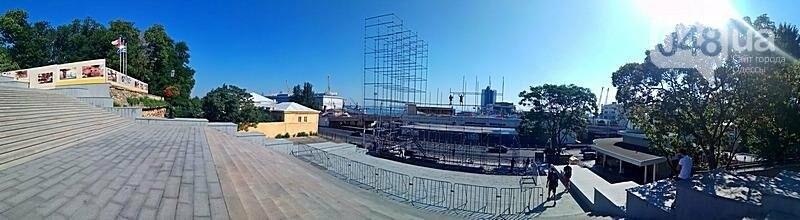 На Потемкинской лестнице строят сцену для киноконцерта (ФОТО), фото-2