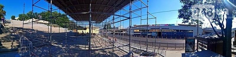 На Потемкинской лестнице строят сцену для киноконцерта (ФОТО), фото-3