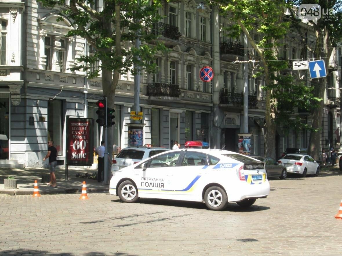 В центре Одессы заблокировано движение - ликвидируют последствия обвала зеленого исполина (ФОТО), фото-1