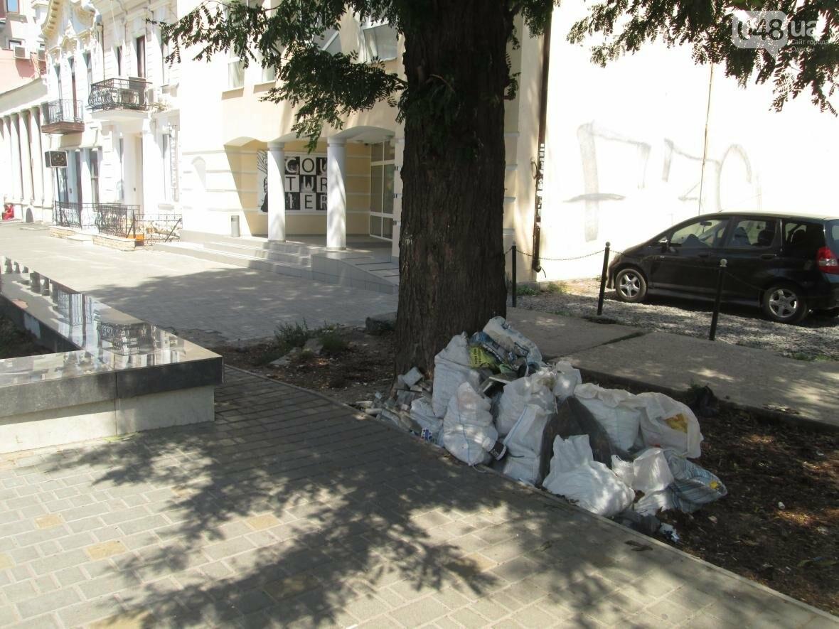 В центре Одессы коммунальщики не замечают свалку строительного мусора (ФОТО), фото-2
