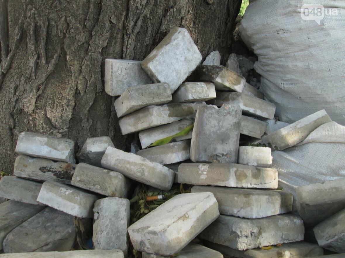В центре Одессы коммунальщики не замечают свалку строительного мусора (ФОТО), фото-3