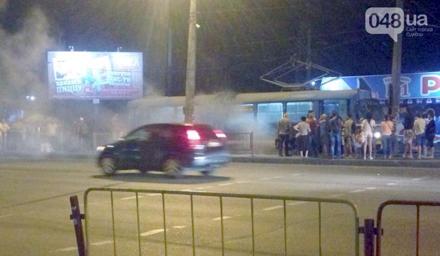 В одесской Лузановке на остановке задымился трамвай (ФОТО) , фото-1
