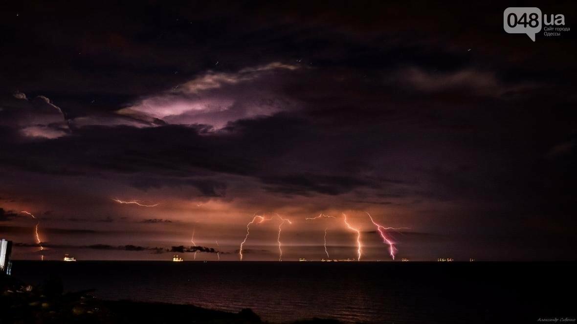 Красота и ужас: Одессит запечатлел ночные молнии в небе над городом (ФОТО), фото-6