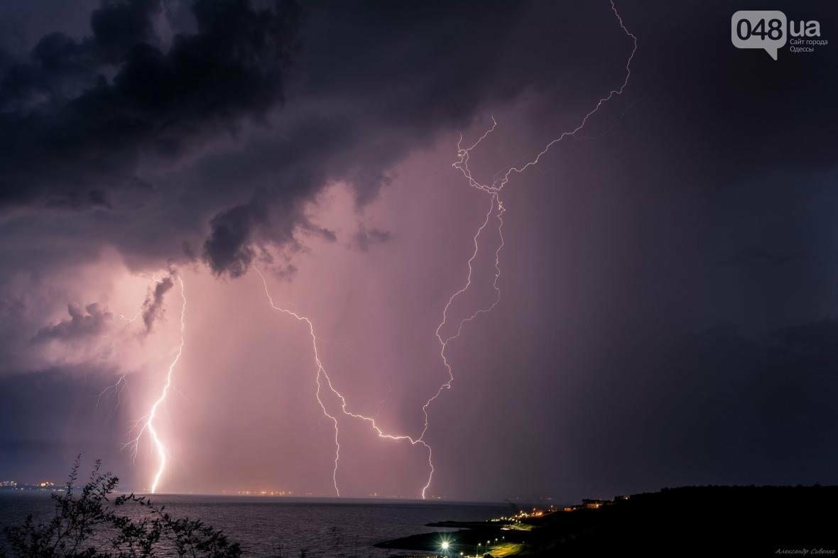 Красота и ужас: Одессит запечатлел ночные молнии в небе над городом (ФОТО), фото-2