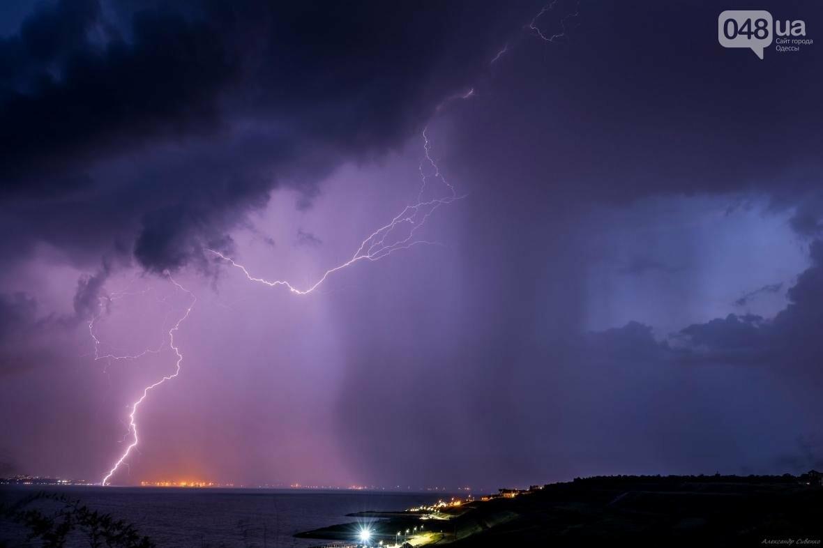 Красота и ужас: Одессит запечатлел ночные молнии в небе над городом (ФОТО), фото-3