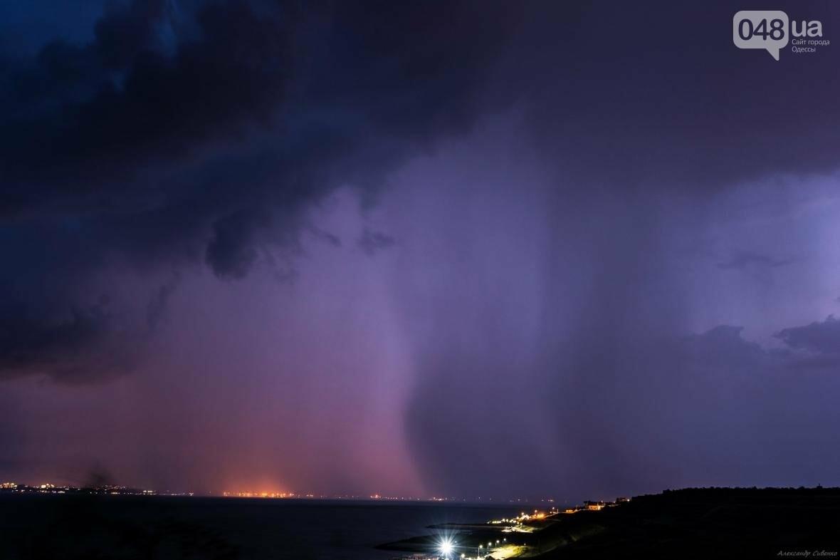 Красота и ужас: Одессит запечатлел ночные молнии в небе над городом (ФОТО), фото-4