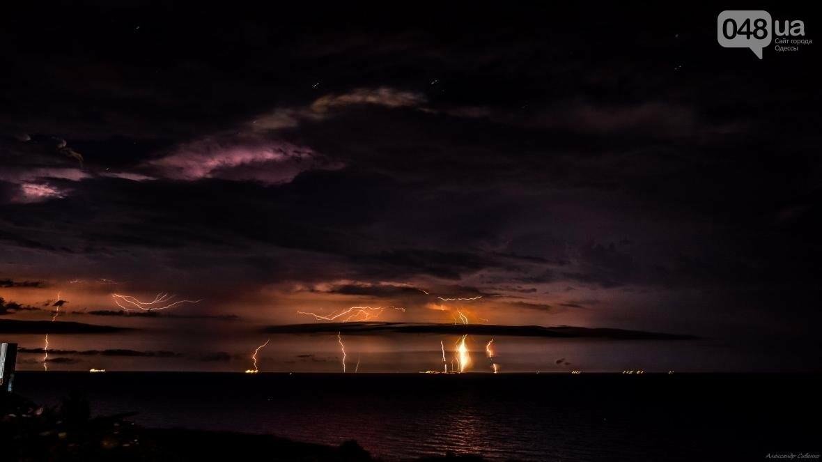 Красота и ужас: Одессит запечатлел ночные молнии в небе над городом (ФОТО), фото-5