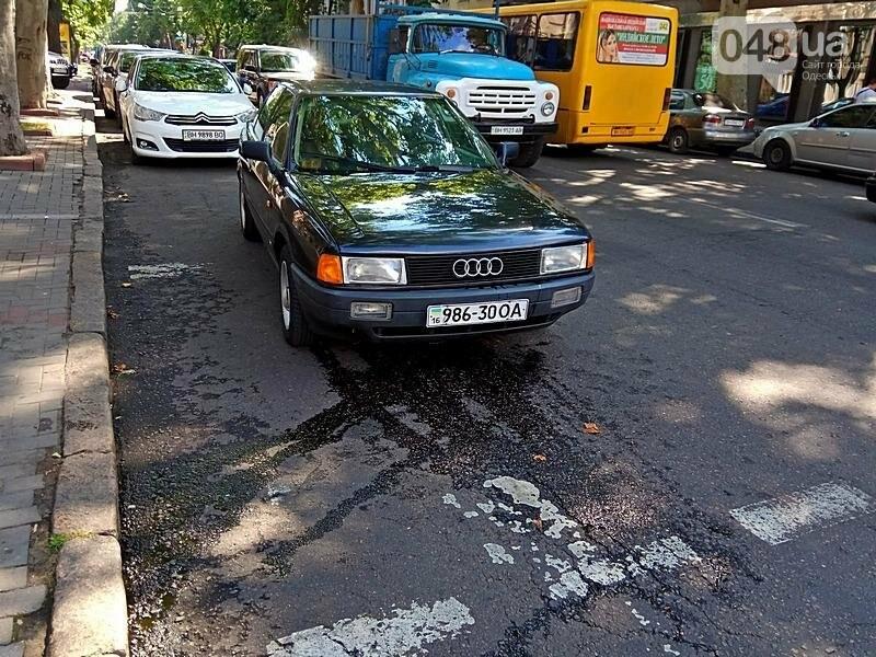 В центре Одессы на ходу задымился автомобиль (ФОТО), фото-1