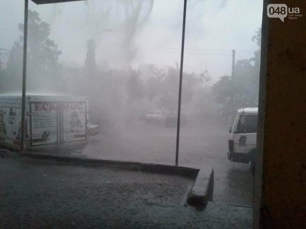 Одессу накрыл ливень: авто поплыли, в многоэтажках не выдержал потолок (ФОТО, ВИДЕО), фото-4
