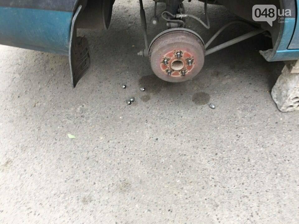 В Одессе на Фонтане обокрали машины (ФОТО), фото-1