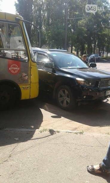 В Одессе на Черемушках женщина на внедорожнике врезалась в маршрутку (ФОТО), фото-3