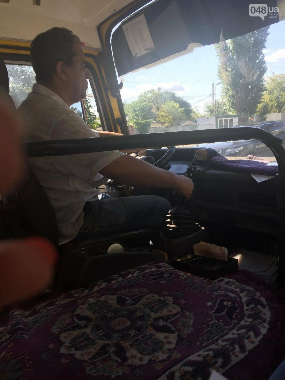 """Одесский маршрутчик пытался выгнать из автобуса девушку за """"телячую мову"""" (ФОТО), фото-2"""