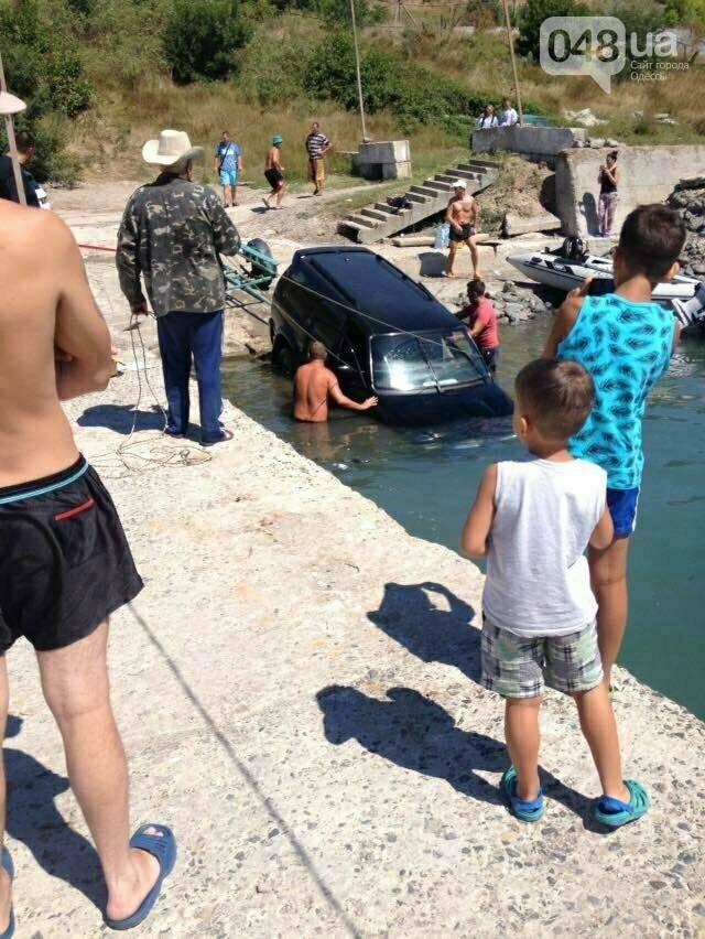 На одесском пляже внедорожник нырнул в воду (ФОТО), фото-2