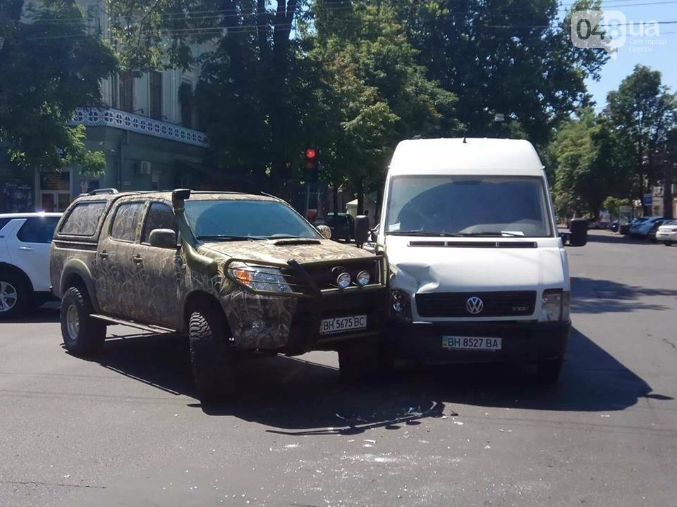 В центре Одессы масштабная авария заблокировала движение (ФОТО), фото-2