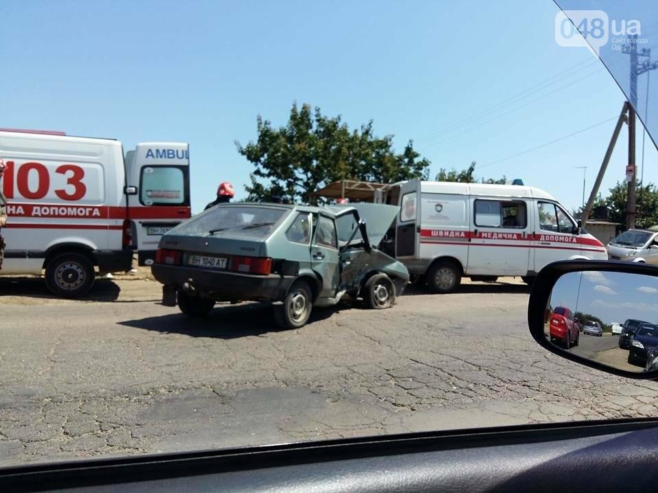 Под Одессой произошла сильная авария: спасатели вырезали из авто человека (ФОТО), фото-2