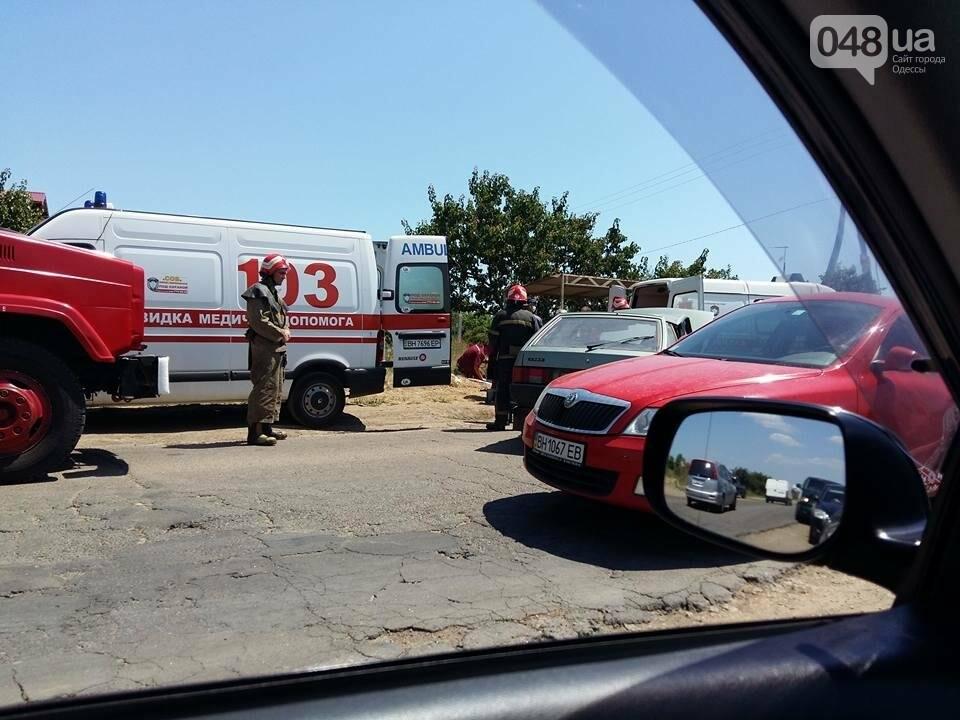 Под Одессой произошла сильная авария: спасатели вырезали из авто человека (ФОТО), фото-5