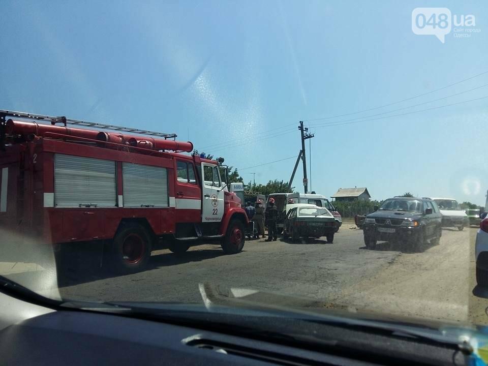 Под Одессой произошла сильная авария: спасатели вырезали из авто человека (ФОТО), фото-1